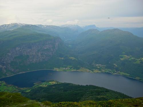 Utsikt frå Horganipen (Nesheimshorgi) mot Holven og Espelandsdalen