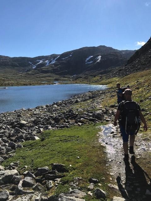 Finfin sti på vei fra Upsete til Kaldavasshytta. Geitavatnet (1125 moh).
