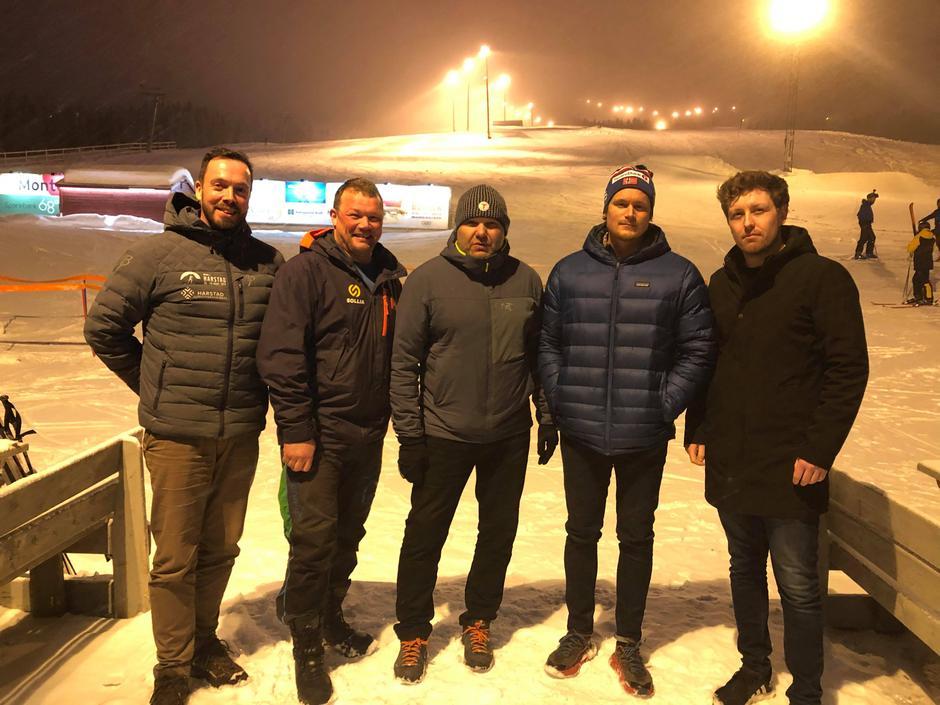 Noen av samarbeidspartnerne etter møtet der Toppturfestivalen ble besluttet avlyst. Fra venstre: Kjell Søreide (Bedriftsidretten),  Knut S. Granås (Sollia Alpinsenter), Kristian Jakobsen (Harstad Turlag), Bjørn Fortun (DNT Fjellsport Harstad), Simen H. Nilssen (DNT Fjellsport Harstad)