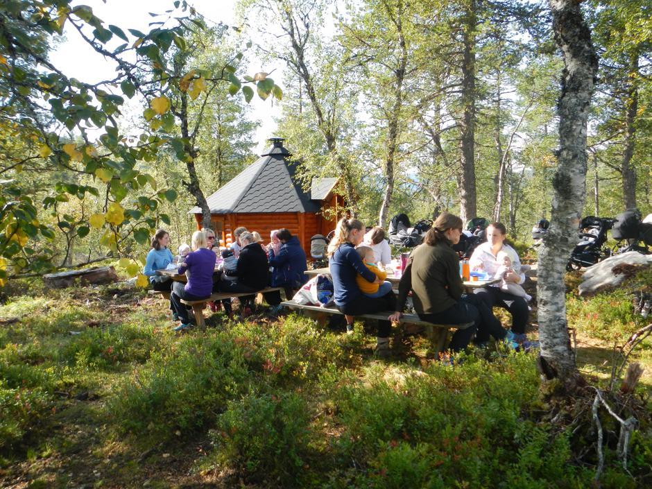 Rast ved Asbjørnstova i Fladalen.