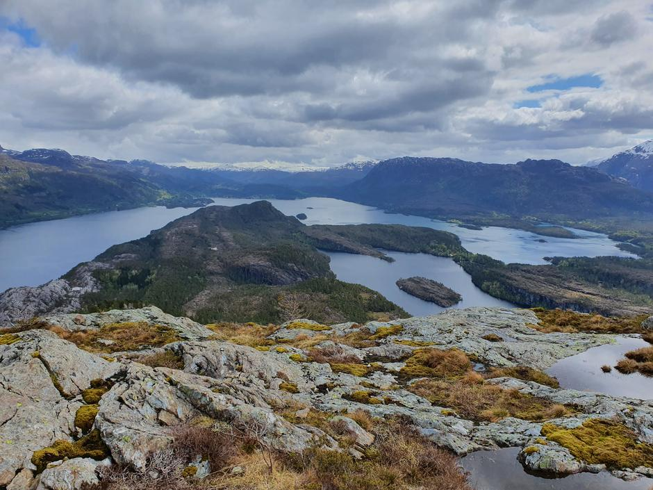 Heia med utsikt austover til Eikefjord