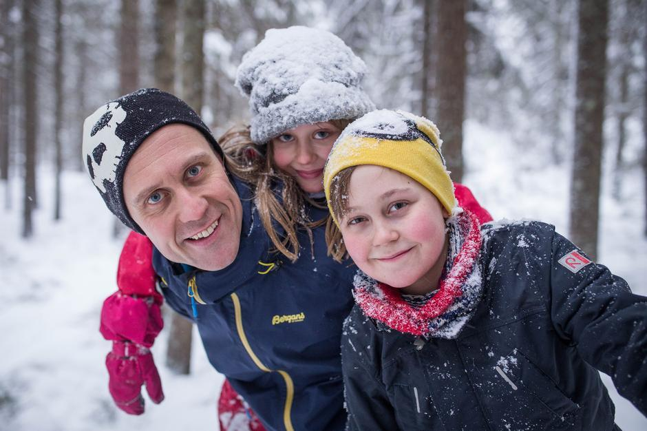 Pappa Øystein, Jesper (12) og Agnes (9)