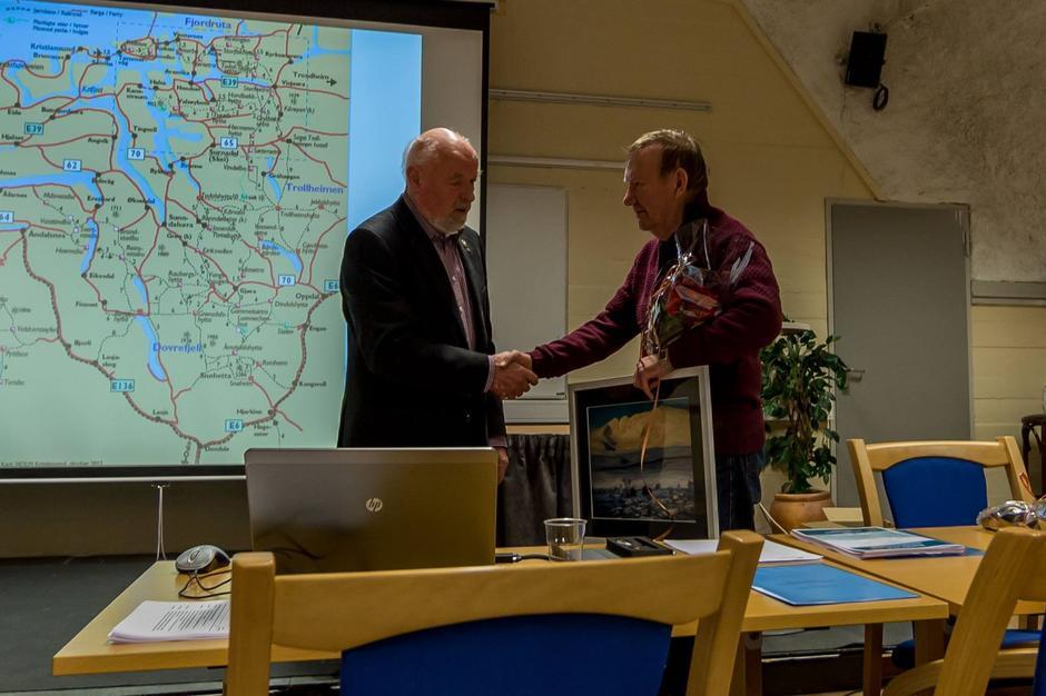 Arne Bårseth takkes for lang og tro tjeneste
