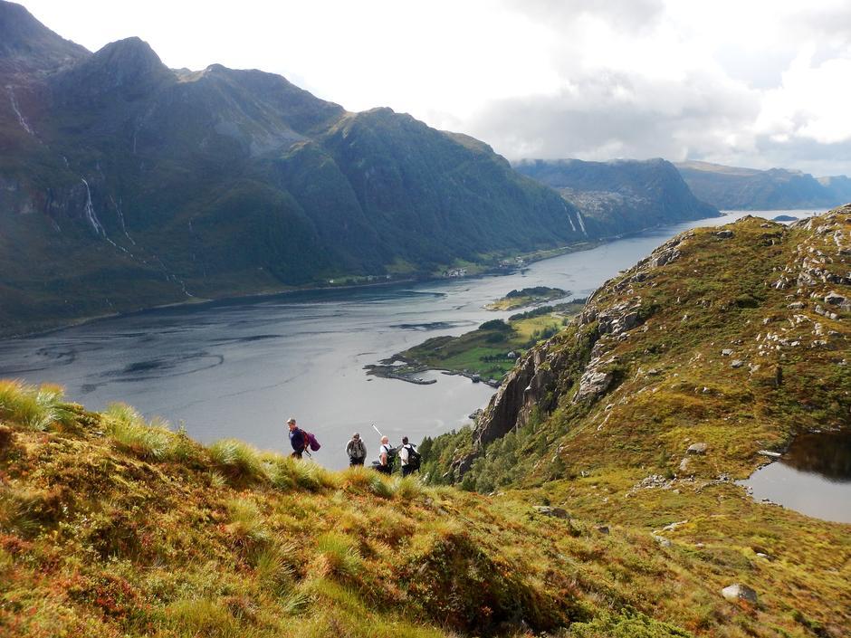 Frå Rugsundøya 250 moh. Mot Hornelen.