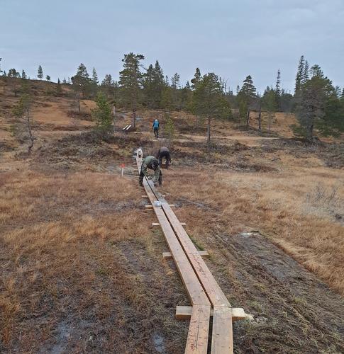 Stien Flaksjø- Kvitfjellhytta er ferdig klopplagt