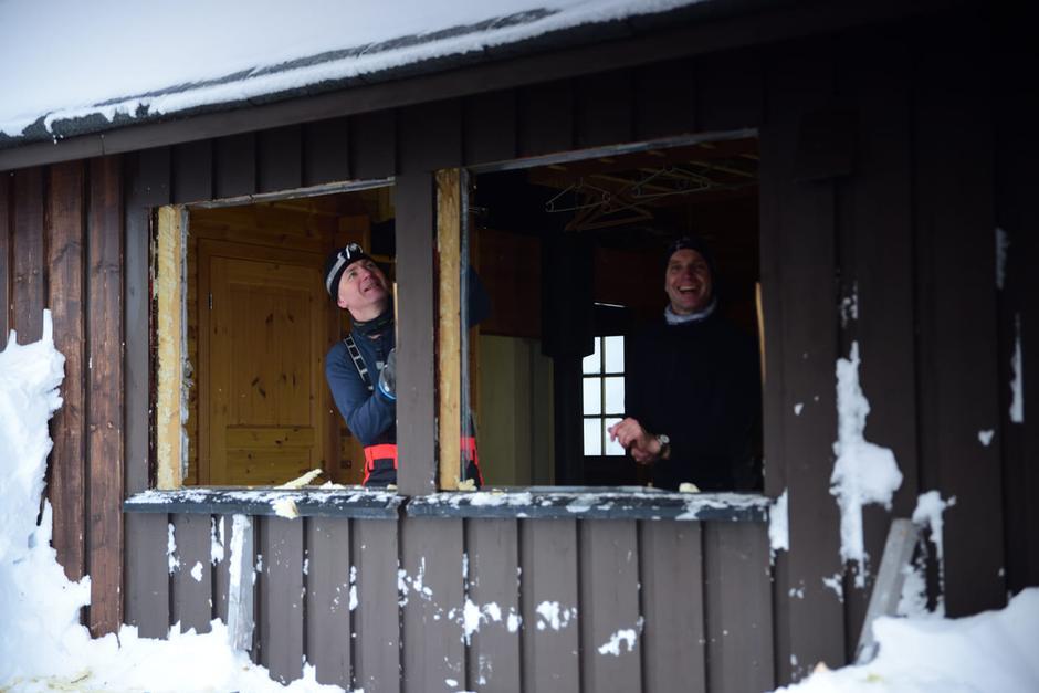 Glade gutter på dugnad på Skarvassbu