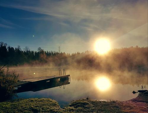 Trollsk oktobermorgen på Sørmarka, med en nydelig soloppgang over Syverudtjernet
