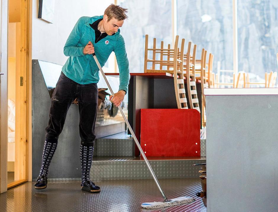 Det er viktig med grundig rengjøring etter hvert hyttebesøk. Alle gjester må følge retningslinjer for renhold som det informeres om på hver enkelt hytte.
