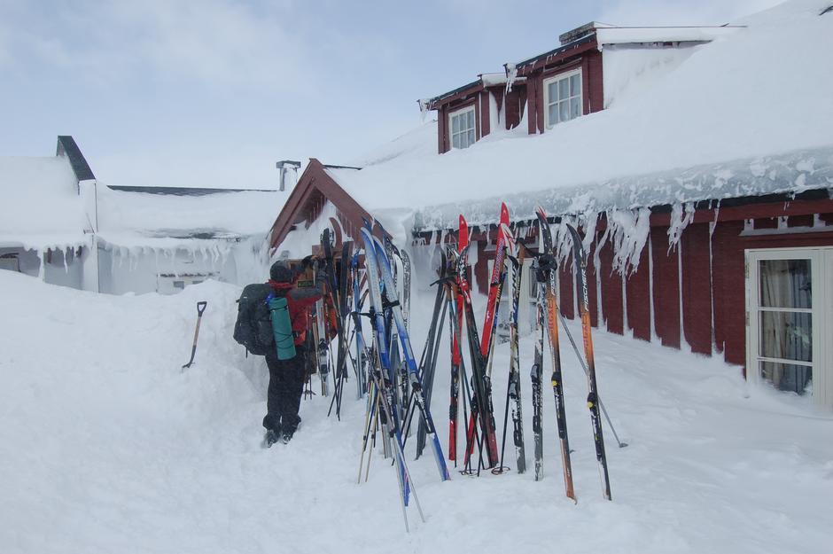 Ta toget til Haugastøl og spenn på deg skiene - Krækkja er 12 km unna.
