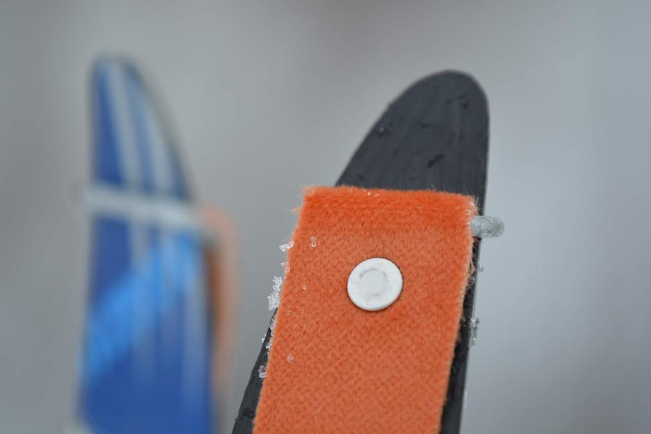 Skifeller til barn er et nytt lokalt produkt i Tursenteret som er til stor hjelp for barn som skal lære seg å gå på ski.