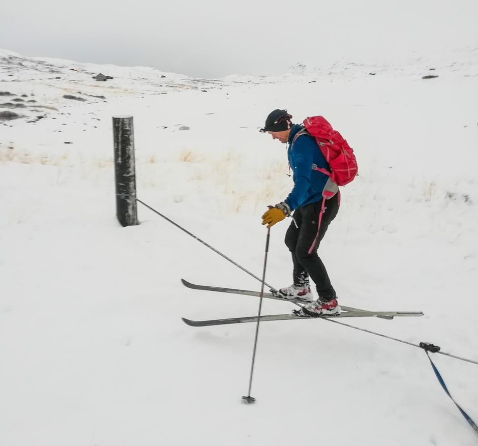Mens vi venter på  mer snø anbefaler vi å leke i den snøen som finnes!