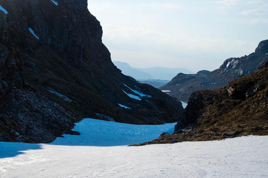 Austmannsskaret på vei til Melands Grønahei. Her ligger det fortsatt ganske mye snø.