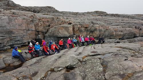 30 seniorer på tur til Smalaneset på Algrøyna idag.