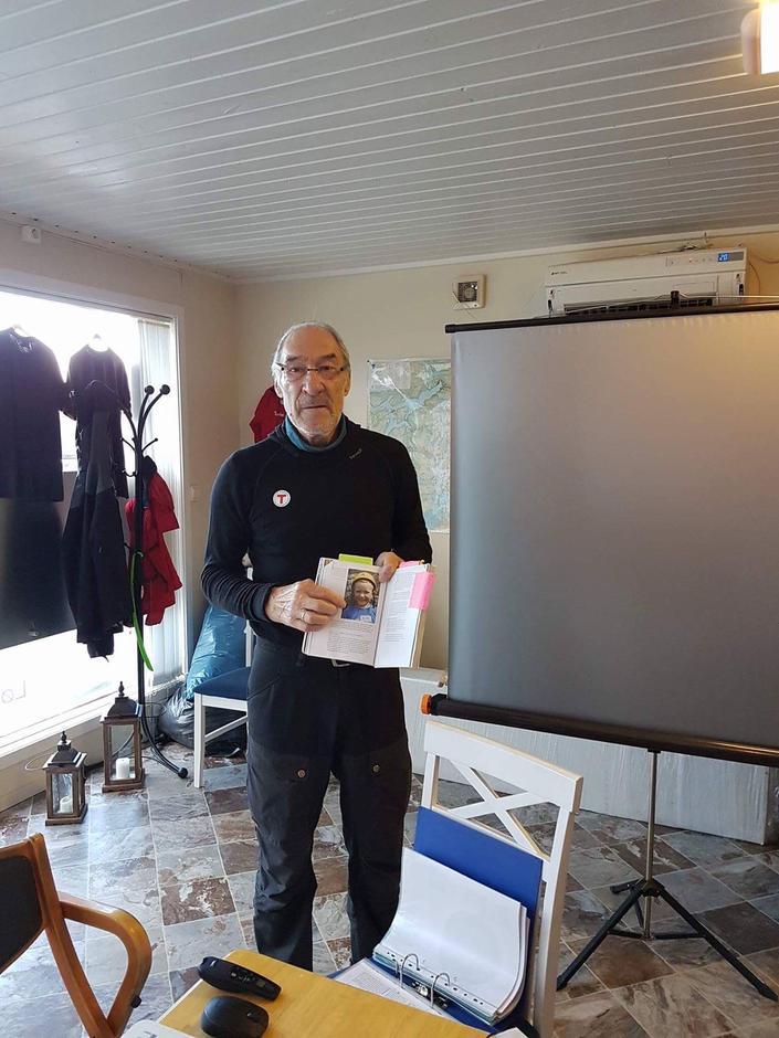Alf Brustad fra Senja turlag sørget for opplæring av våre nye turledere