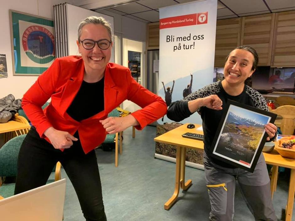 Styreleder i Bergen og Hordaland Turlag, Elisabeth Skage, sammen med Tanja Resink, frivillig i Nordhordland Turlag.