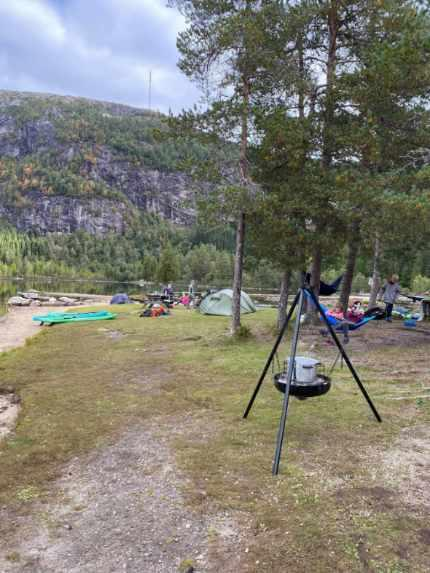 Betasuppe på bål, SUP, turtipp og hengekøye- masse aktivitet på Hunsrasta i Førde