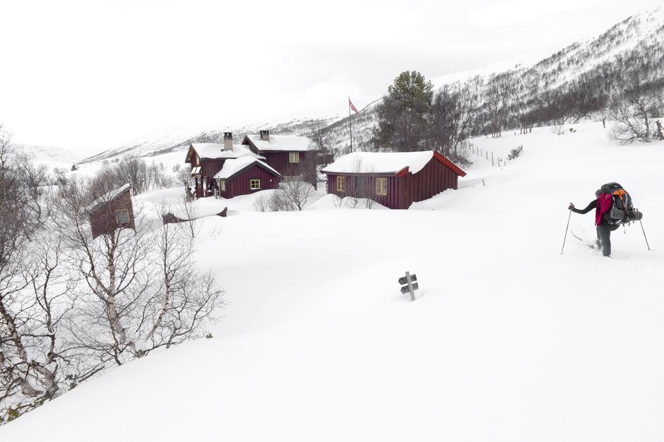 HUSLY: Turen til Dindalshytta går i dyp snø. Angsten har tatt tak. Skal vi fortsette videre?