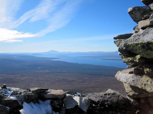 Nyt utsikten fra toppen.
