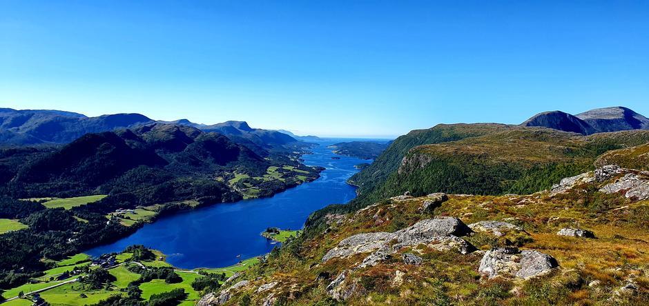 Årvågsfjorden fra Fævelfjellet.