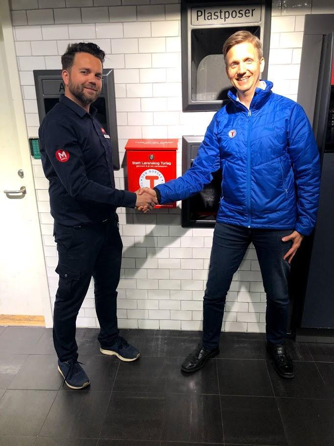 Butikksjef ved Meny Triaden, Marius Hoberg, sammen med Marked- og Kommunikasjonsansvarlig Jon Christopher Knudsen i Lørenskog Turlag