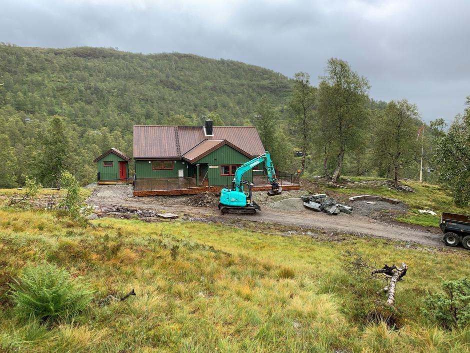 Torsdag 10.9: Alexander Grieg-hytten i Bergsdalen. Oppgradert inne og snart klart ute.