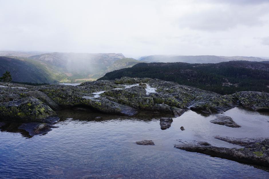 Utsikt fra Svaba mot Tverrfjellet og Slettafjell sør for Bortelid. 10.5.2019