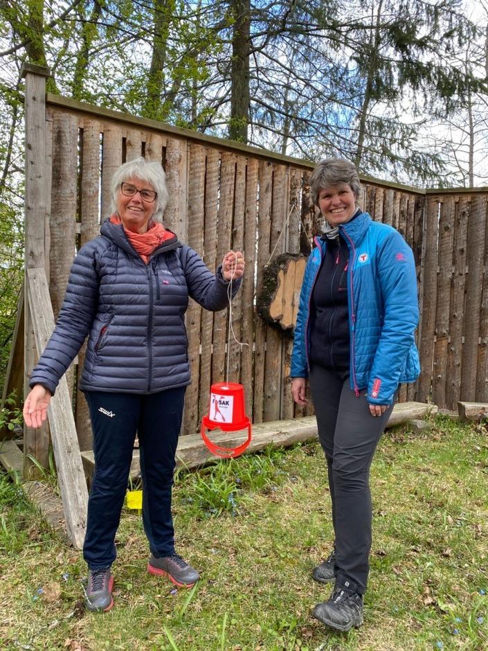 Aud Norstad og Margrete Ruud Skjeseth med ny Stange-post med kode