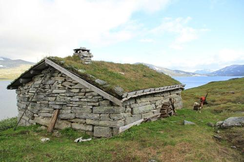 Steinstua ved Nordre Bjøllåvann