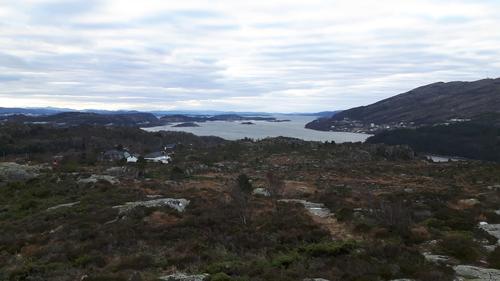 Med god sikt kan vi se helt til Danmark(sfergen) i sør, hvis du får zoomet inn.