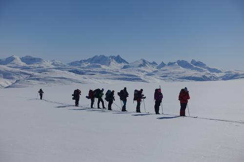 Oppover Spørteggbreen, utsikt mot Hurrungane