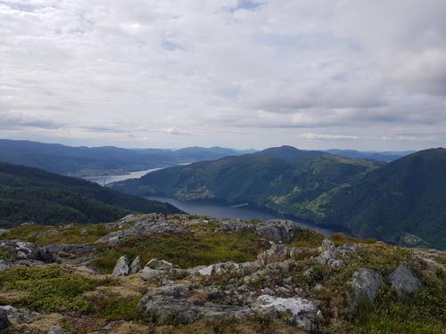 Utsikt mot Sørfjorden, ein kan skimte Osterøybrua.