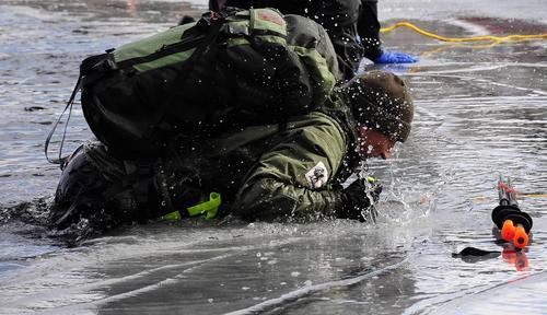 Turskøytere må kunne redde seg selv på isen.
