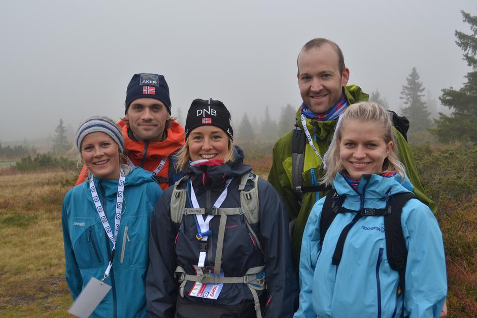 Fornøyde deltakere på 7-fjellstur