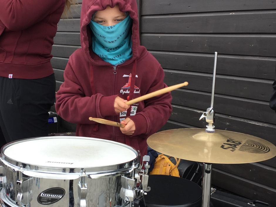 Med trommer på toppen