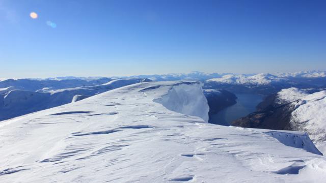 Tirsdag 7.3: Fine forhold opp til Skåla i Nordfjord