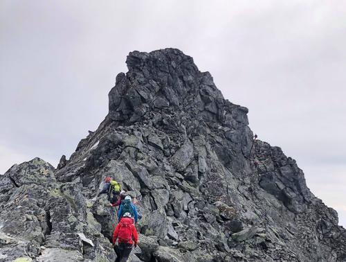 Langs Dyrhaugsryggen til Store og Midtre Dyrhaugstind – DNT Basecamp Jotunheimen 2019