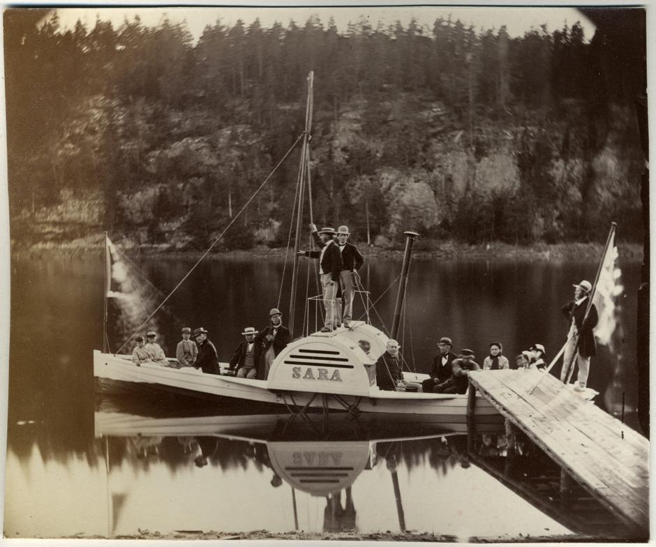 Hjulbåten Sara ved Sarabråten i Østmarka, som var Thomas Heftyes sted.