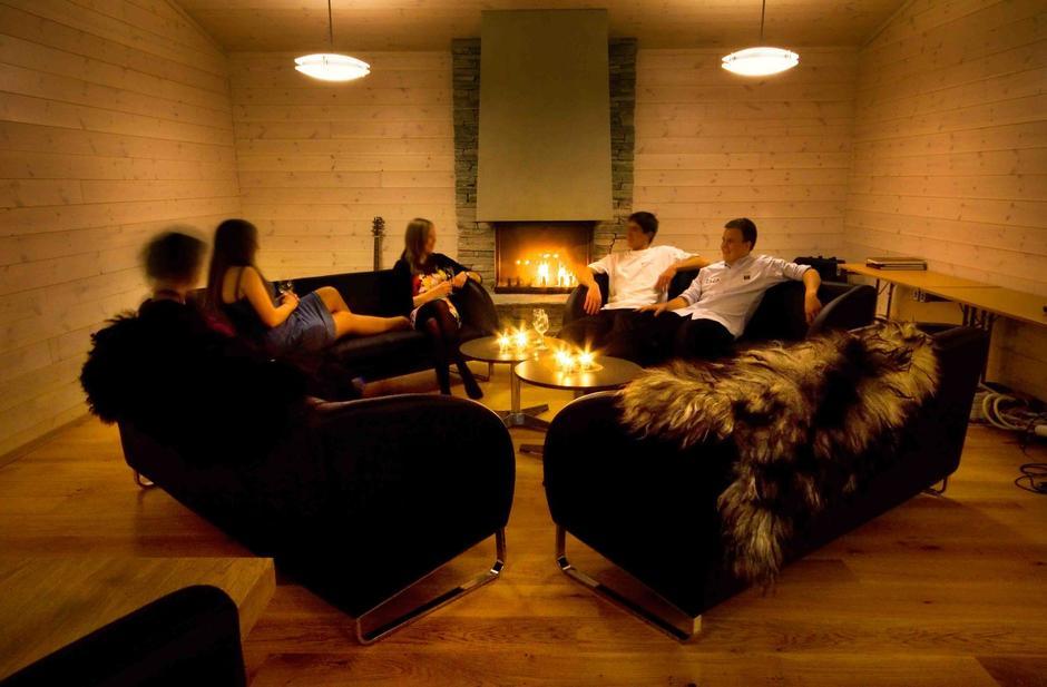 Sofakroken i Frikvarteret er et sosialt samlingspunkt på kvelden.