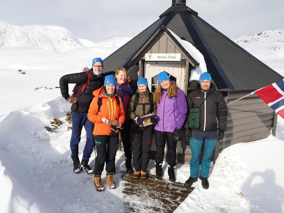 Nye turledere i Nordkapp og omegn turlag.Fra venstre Jostein Vae, Wenche Dahl, Ellen-Johanne Kvalsvik (instruktør), Guro Martinsen, Karin Rustad og Oskar Johansen.