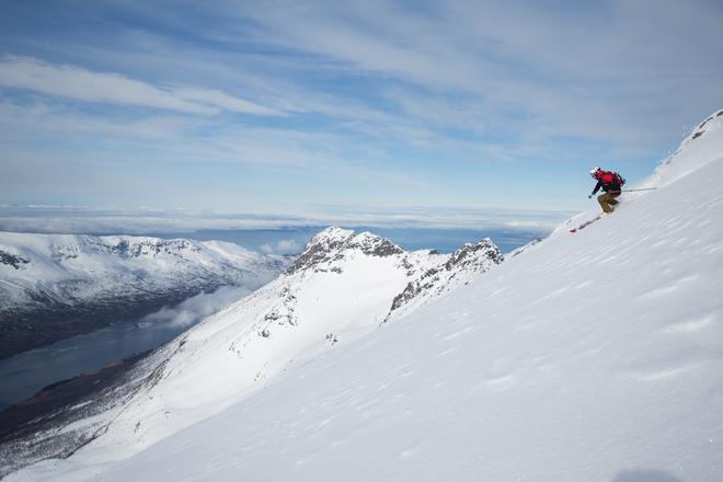 IVRIG: Få mennesker var så glade i å ferdes i fjellet som Olav Solberg. Her er han i aksjon på Andørja i april 2016.