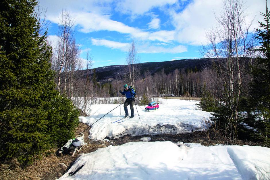 KOM MAI DU SKJØNNE MILDE: Vinteren er på hell, sola varmer godt og tærer kraftig på snøen.