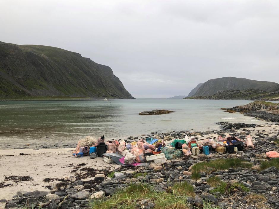 Søppelmenge i miljøreservatet Saksfjorden sommeren 2018