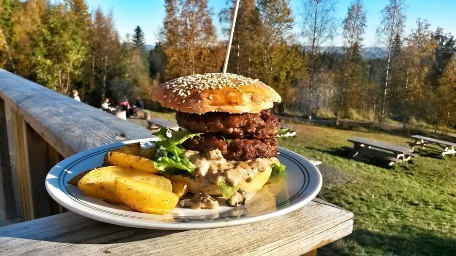 Vår velsmakende hytteburger