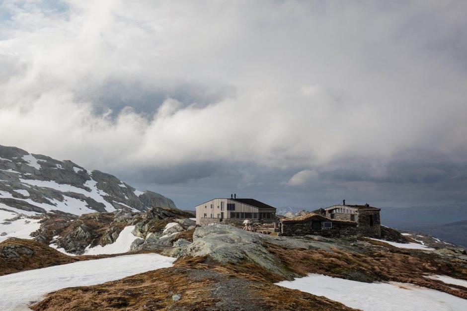 Breidablik 5. juni - hytta er åpen fom 30. juni