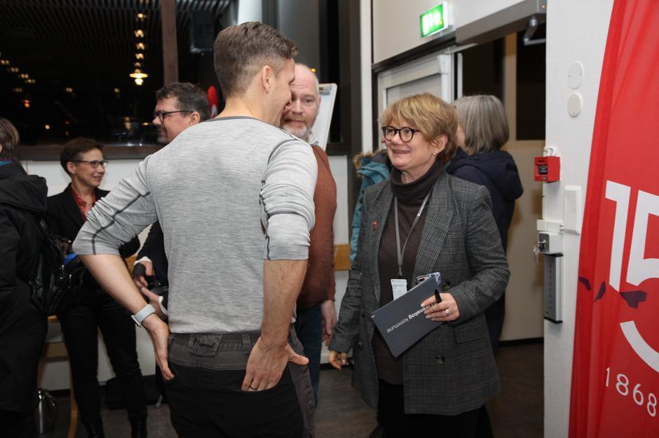 Ordfører Ragnhild Bergheim i Lørenskog sammen med Jon Christopher Knudsen fra Lørenskog Turlag