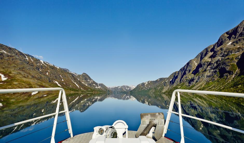KORRESPONDERER: Gjendebåten kjører daglige avganger fram til og med skolens høstferie - så nå kan du ta kollektivt helt inn til hjertet av Jotunheimen