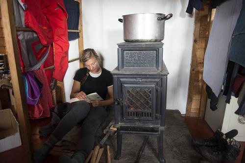 Norsk Varme gir 30 vedovner til DNT