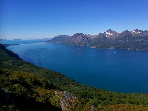 Utsikt fra Storhornet utover Toppsundet mot Andøya i det fjerne