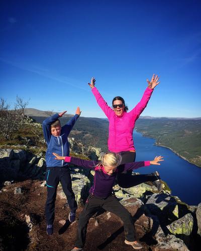 Fra tur nr 2 til skagsvola  i Trysil med våre barn. En utroli fin opplevelse å gå den toppturen. Trysils svar på besseggen. Vi er en familie som bruker naturen aktivt både i ferier og hverdags.