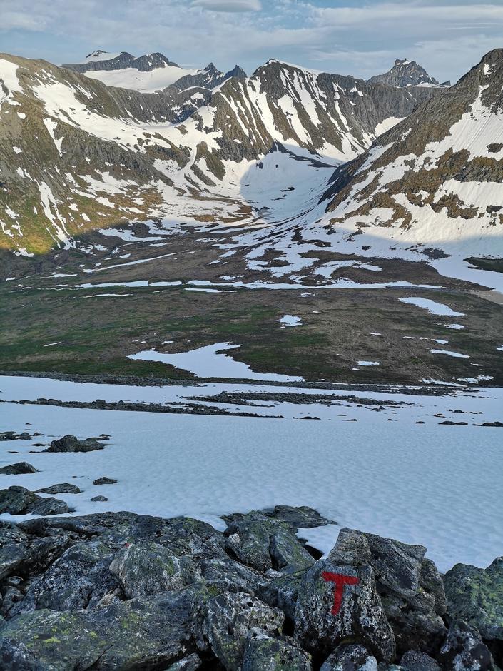 24.06.2020: Horndalen med utsikt mot Helvetestind og Juratind.